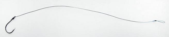 Применяется тонкий поводок с крючком