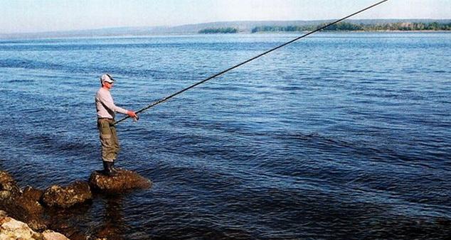 На больших водоемах также есть мелкие места для ловли удочкой