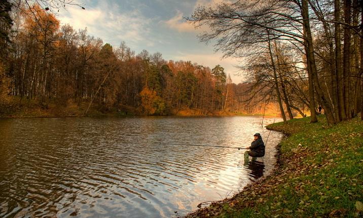 Ловля осенью на удочку бывает увлекательной