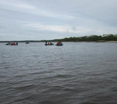 Катера на воде помогут найти скопление рыбы