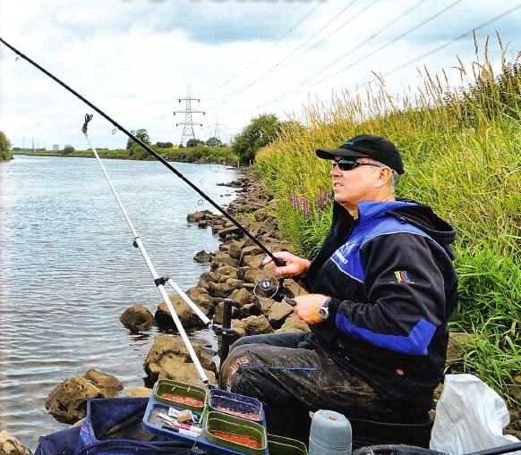 Аллан Скоттхорн ловит фидером на течении