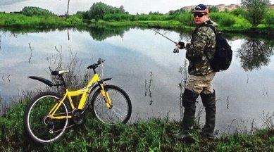 на рыбалке с велосипедом