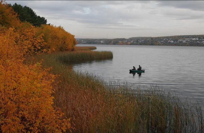 ловля на спиннинг с лодки осенью