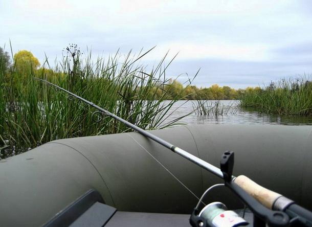 ловля спиннингом с надувной лодки